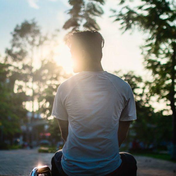 Homme-soleil-levant